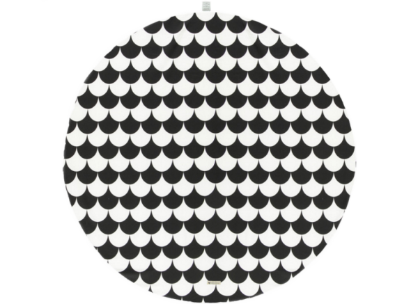 alfombra-tapis-rug-apache-black-scales-nobodinoz-1-1024×745-1.png